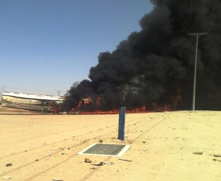 احتراق شاحنة مُحملة بالوقود يعطل حركة المرور بطريق الرياض السريع