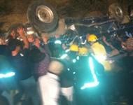 مصرع وإصابة 12 شخصا من عائلة واحدة في سقوط سيارة بالمندق