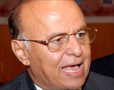 الرئيس اليمني يجري تغييرات واسعة في قيادة الوحدات العسكرية