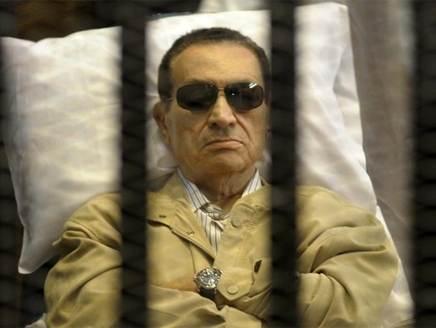 حالة مبارك الصحية وصلت مرحلة الخطر واحتمال نقله للعلاج خارج السجن