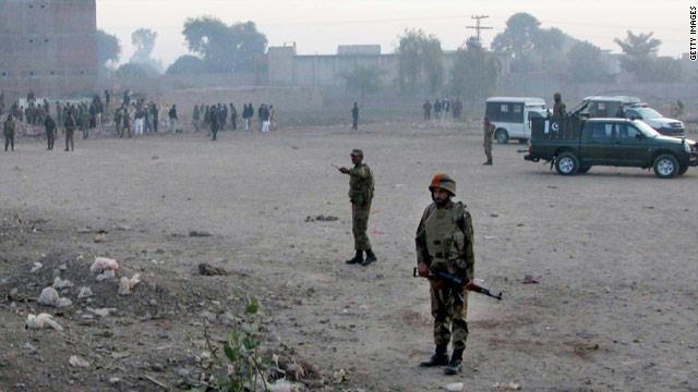 عشرات القتلى والجرحى بتفجير حافلة في باكستان